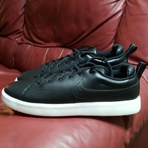 NWOT NIKE COURSE CLASSIC